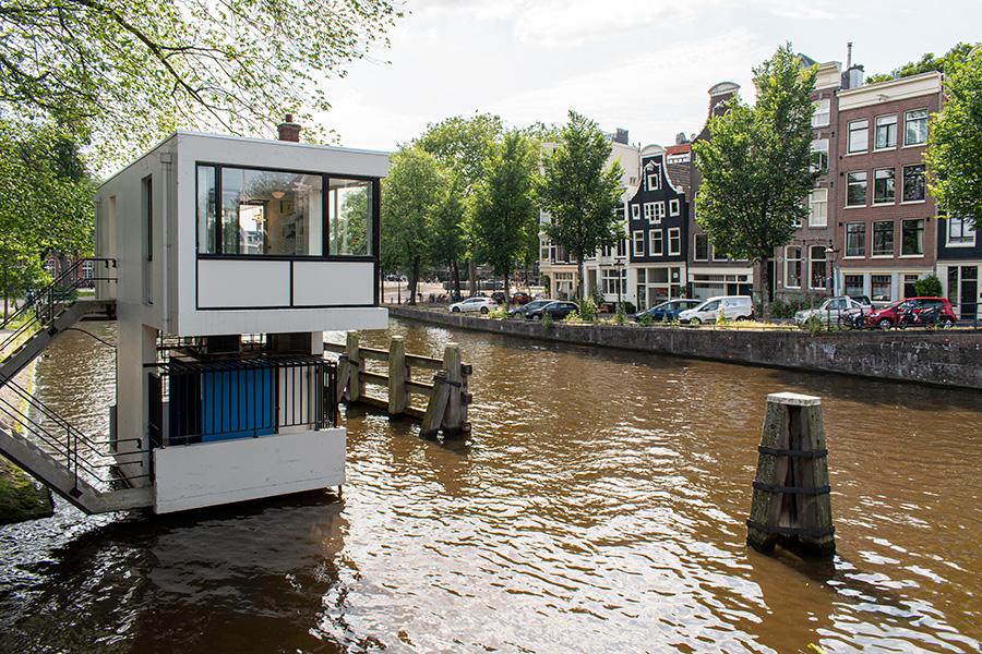 SWEETS hotel amsterdam bridge houses