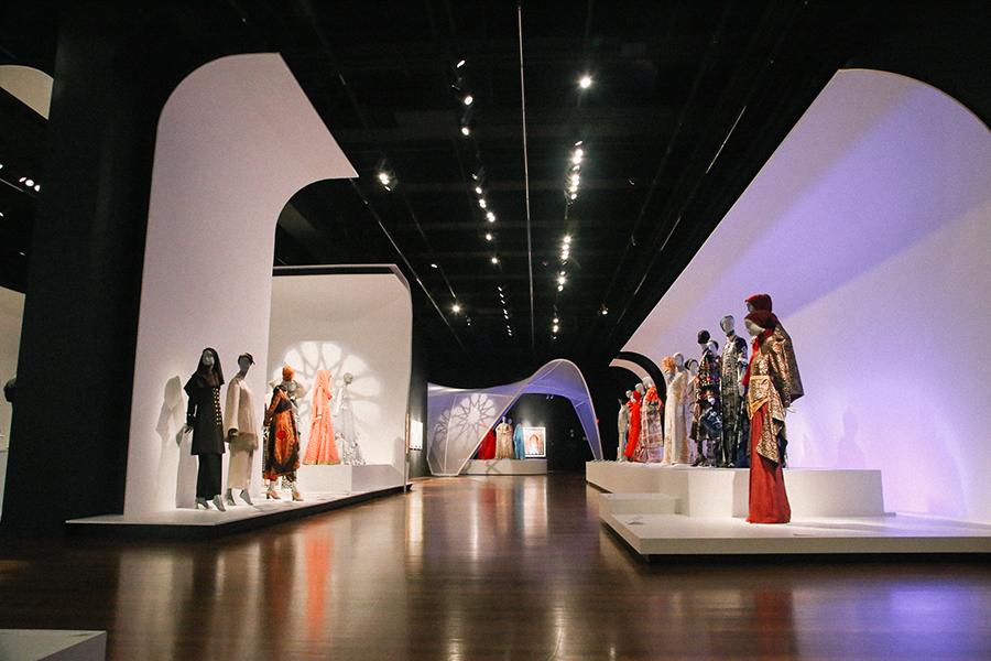 Contemporary Muslim Fashion de Young