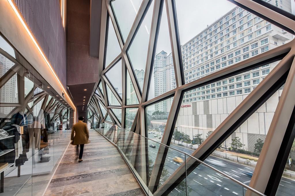 Oma Galleria Gwanggyo Interior1.jpg Scaled