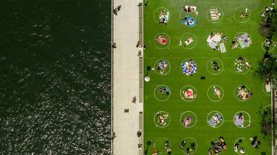 Domino Park Social Distancing Circles Design Brooklyn New York Usa 3