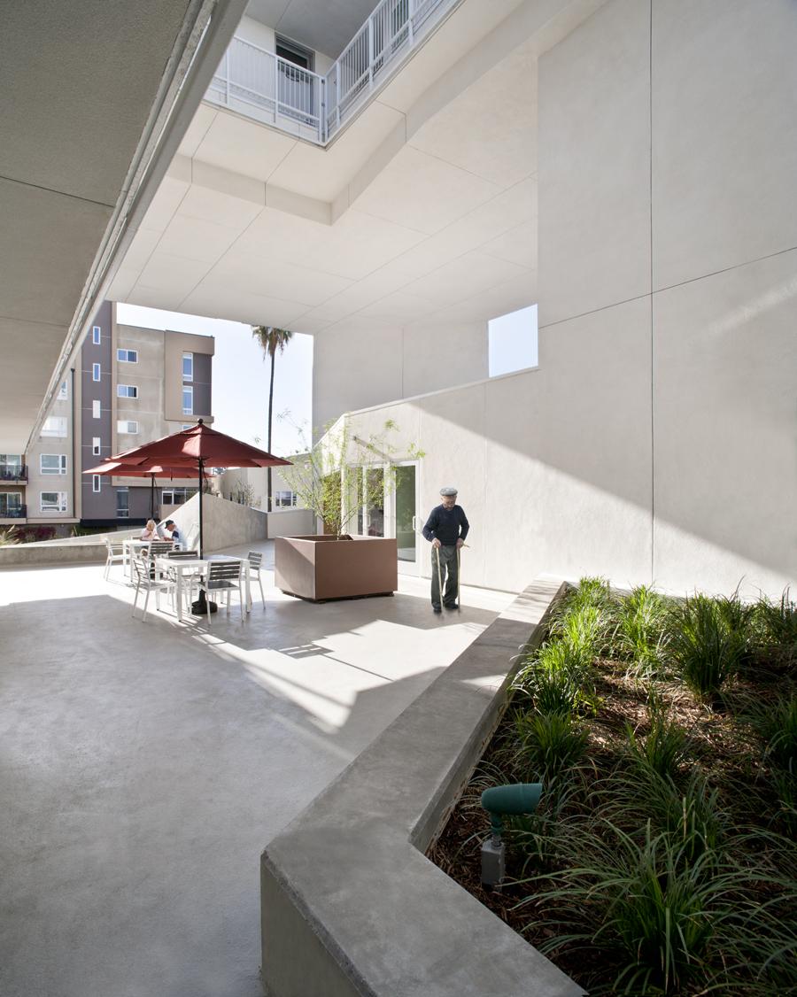 interior courtyard||The Six housing complex